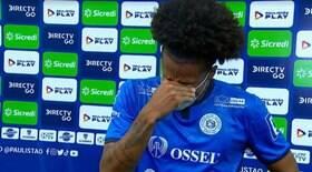 Lateral chora ao lembrar do pai; veja o vídeo