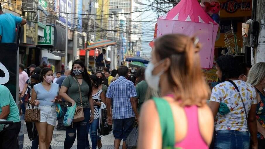 Cariocas afirmam que não deixarão de utilizar máscaras em locais abertos