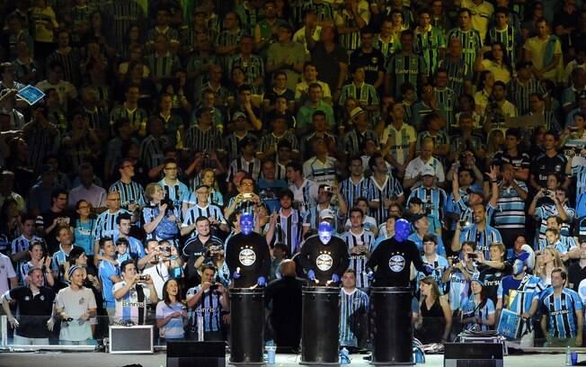 Festa de inauguração da Arena do Grêmio. Foto  Gazeta Press. Torcedores  lotam ... 22e0c3c27856a