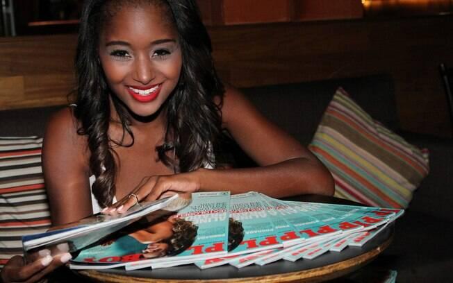 Aline Prado lançou sua 'Playboy' na noite dessa quarta-feira (27) no Rio de Janeiro