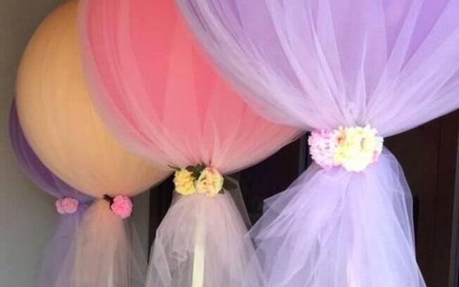 O tule dá um toque especial nos balões