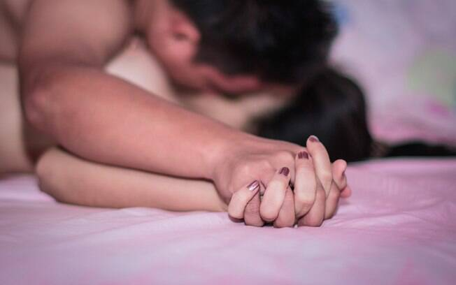 Orgasmo só é essencial para metade das mulheres, enquanto as outras se consideram satisfeitas apenas com a relação