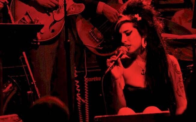 Amy Winehouse: gravadora disponibiliza três canções ao vivo