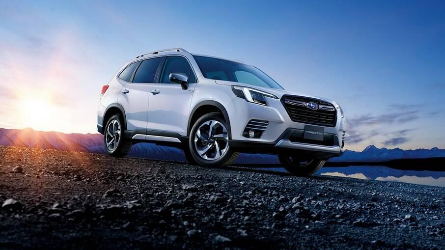 Linha 2022 do Subaru Forester ganhou mudanças sutis. A parte frontal conta com novos para-choques, grade e faróis