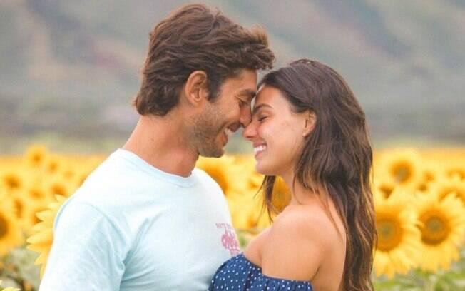 Grávida, Isis Valverde se declara para o noivo Andre Resende, com quem também planeja se casar ainda esse ano