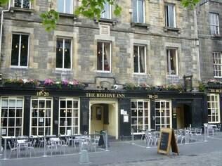 Beehive Inn, um dos pubs mais famosos de Edimburgo