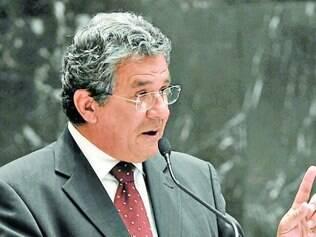 Luiz Humberto explica que governo pediu a aprovação do reajuste