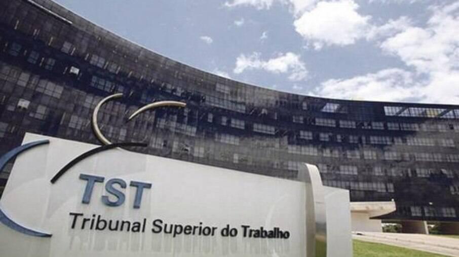 TST tenta localizar contas de empresas e trabalhadores donos dos valores