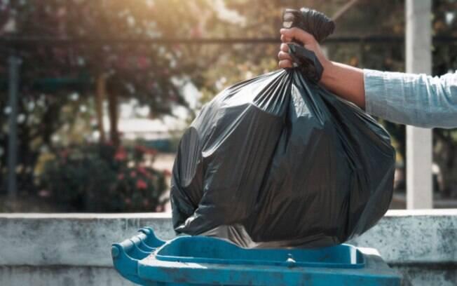 O descarte correto das embalagens é essencial para evitar qualquer tipo de contaminação no lixo comum