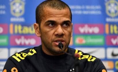 Diretoria do Fluminense faz oferta oficial por Daniel Alves