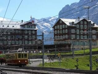 Trenzinho que circula pela montanha de Jungfrau, em Interlaken