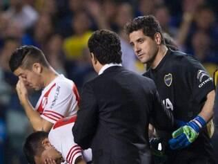 Jogadores do River Plate foram atingidos com spray de pimenta na partida contra o Boca