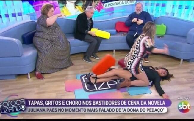 Lívia Andrade em cima de Mara Maravilha no Fofocalizando