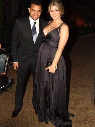 Dentinho e Dani Souza se casam neste sábado (09), em um salão de festas em Moema, em São Paulo