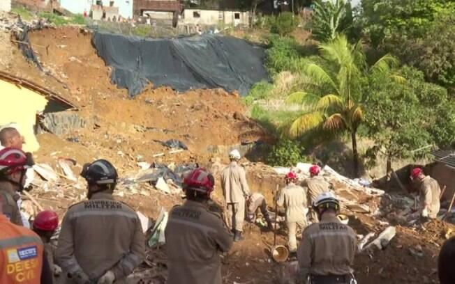 Deslizamento aconteceu na madrugada desta terça-feira (24), em Recife