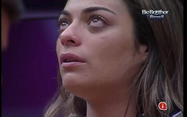 Monique derrama lágrimas pensando nas possibilidades do Big Fone