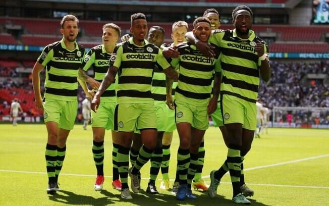 A equipe inglesa Forest Green Rovers é a única do mundo a adotar a dieta vegana