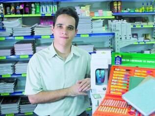 Adesão. Cristiano Consentino, dono de papelaria, vende hoje produtos mais baratos sem imposto