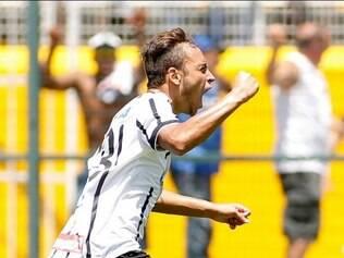 Com falha do goleiro Talles, Maycon comemora gol da vitória do Timão