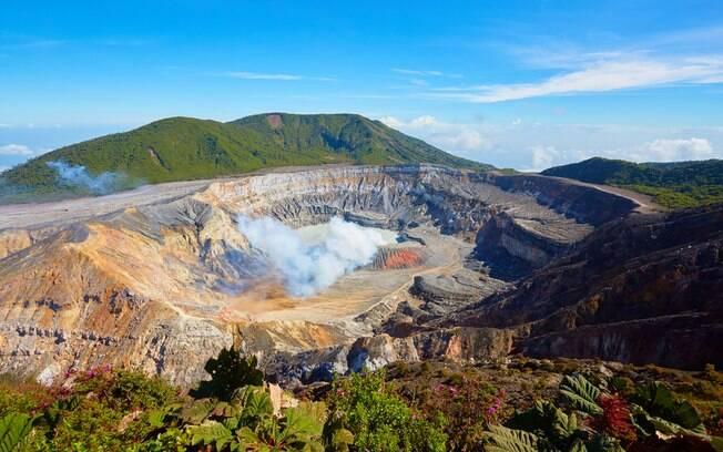 Poás é outro dos vulcões na Costa Rica e fica localizado na província de Alajuela, a cerca de dois mil metros de altura