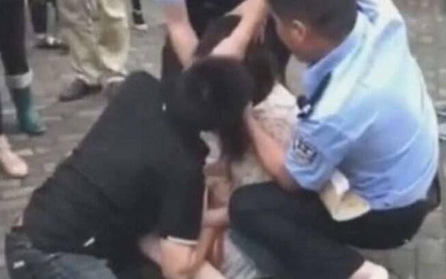 Chinesa identificada como Zhou, de 26 anos, mordeu a língua do ex-namorado após ele tentar terminar relacionamento