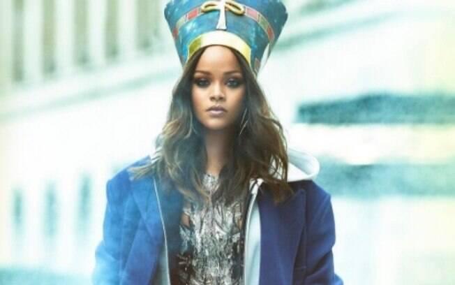 Perseguidor de Rihanna está preso sob fiança atualmente, mas polícia de Los Angeles acha necessário avaliar as redes sociais do criminoso para continuar a investigação