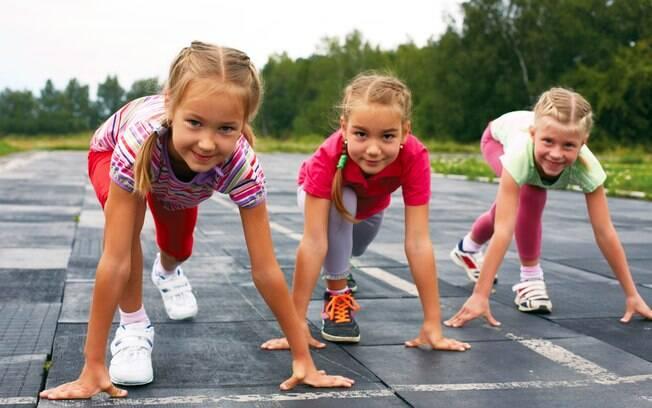 Após brincar demais no final de semana e se exercitar na aula de educação física, garota ficou sem conseguir andar