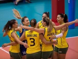 Brasileiras comemoram difícil vitória contra as italianas no Torneio de Montreaux, na Suíça