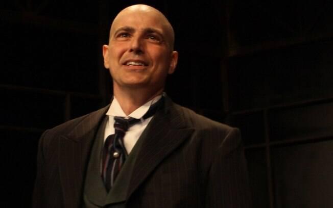 Reynaldo Gianecchini agradece ao público e se emociona no palco ao final do espetáculo
