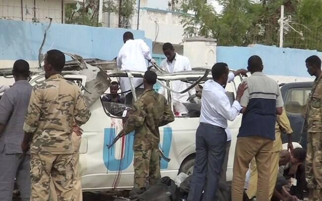 Pelo menos seis pessoas morreram nesta segunda-feira (20) na Somália, durante a explosão de uma bomba que destruiu um carro das ONU na cidade de Garowe