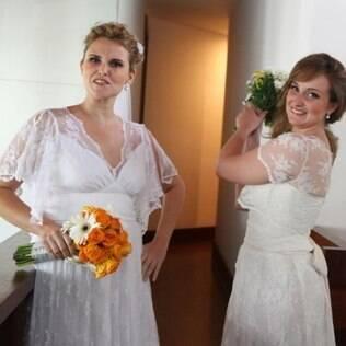 Ana Flavia e a irmã: uma de branco, outra de off white sem problemas