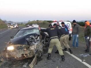 Três pessoas ficaram feridas em acidente na BR-491, em Guaxupé
