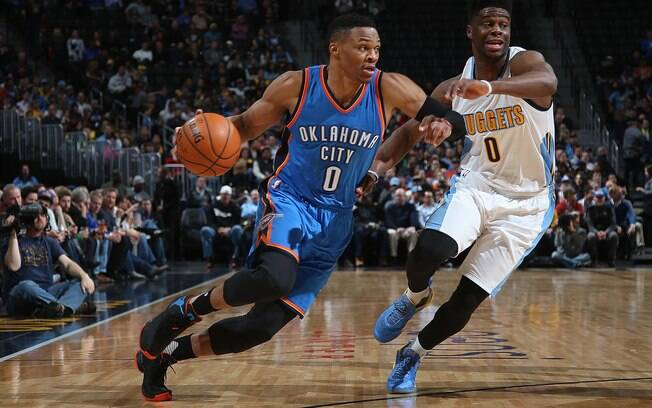 Westbrook e Durant lideram vitória do Thunder sobre o Nuggets na NBA