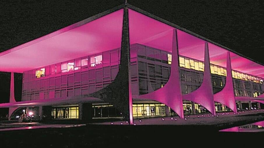 Planalto iluminado para a campanha do Outubro Rosa