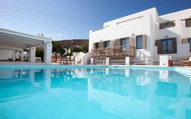 Lithos by Spyros Flora,  localizada em Agios Ioannis, na Grécia, tem arquitetura típica e piscina impressionante