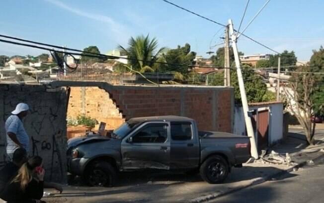 Motorista tem mal súbito e causa acidente na Avenida Jacaúna, em Campinas