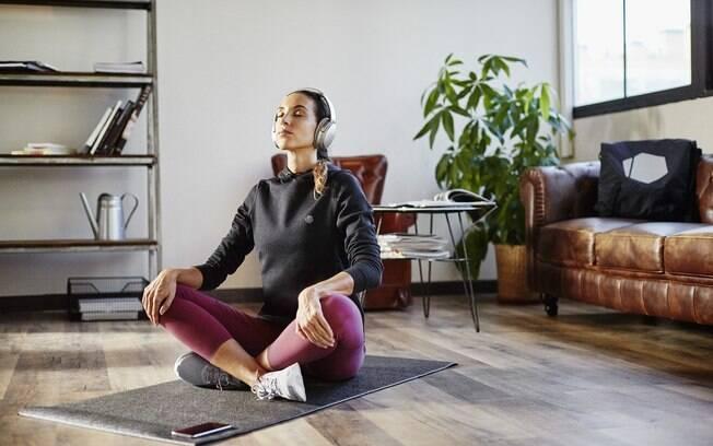 Ouvir áudios motivacionais durante o treino pode incentivar exercícios