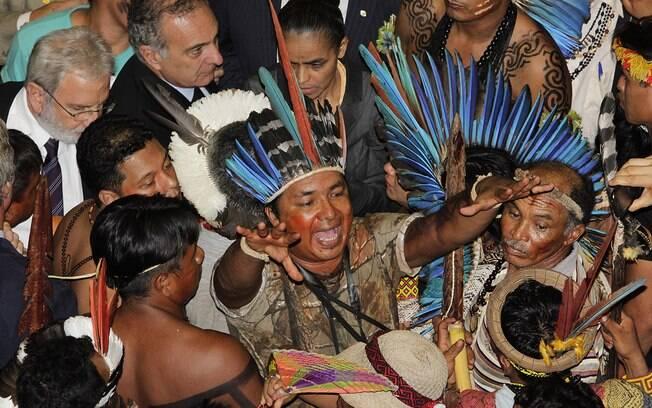 Índios fazem protesto na Câmara dos Deputados, em abril de 2013