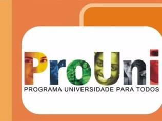ProUni é um programa que oferece bolsas de estudo para alunos de baixa renda
