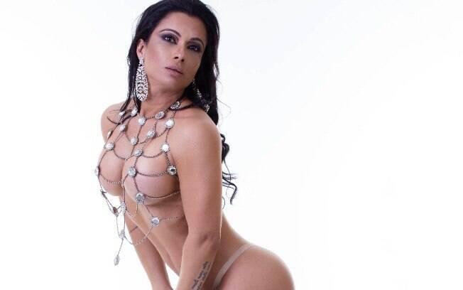 Sperle é a musa do tapa-sexo e, segundo a modelo, cada carnaval o tamanho da peça diminui mais um pouquinho