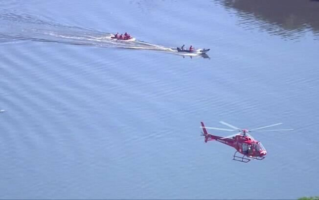 Outras aeronaves do Corpo de Bombeiros e da Polícia Militar foram utilizadas no resgate dos quatro passageiros que estavam a bordo do helicóptero da PM que caiu
