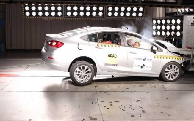 Chevrolet Cruze mostra bom nível de proteção para os ocupantes, de acordo com os testes do Latin NCAP