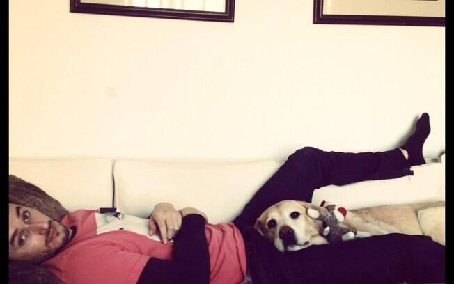Matt Dallas publica foto do namorado no Twitter: 'Começando o ano com um novo noivo @bluehamilton. Um bom jeito de iniciar 2013'