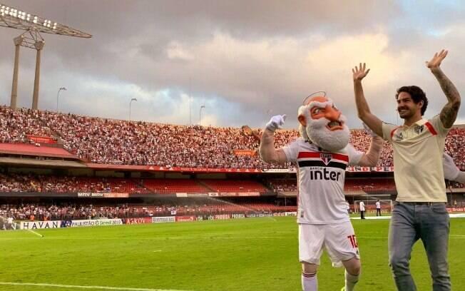 Alexandre Pato foi apresentado aos torcedores