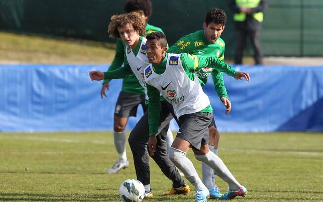 8d730dcaaff65 Luiz Gustavo mudou de clube na Alemanha e mantém prestígio na seleção.  Foto  Wander