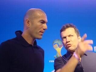 Zidane e Mathaüs conversam na costa do Sauípe um dia antes do Sorteio da Copa do Mundo