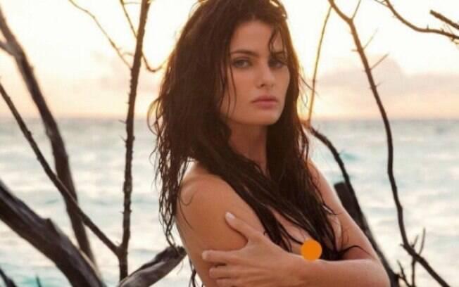 Isabeli Fontana aparece completamente nua em foto excluída de ensaio para Lui Magazine