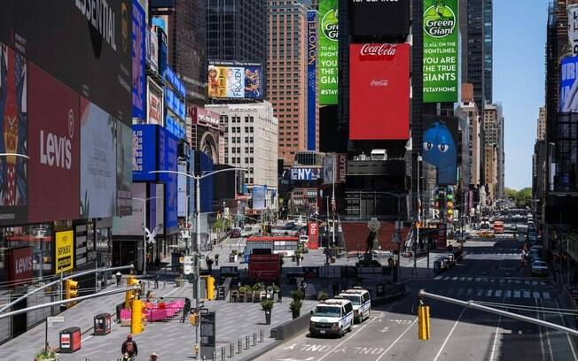 Milhares de vidas teriam sido poupadas caso distanciamento começasse antes em Nova York.