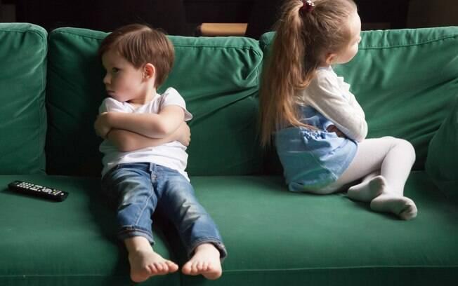 É importante que os pais saibam como lidar com as brigas entre irmãos