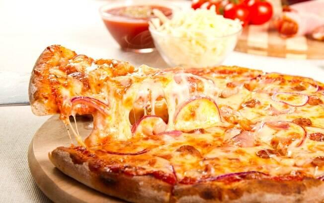 Pizza sem glúten pode levar diversos recheios, tanto doces quanto salgados
